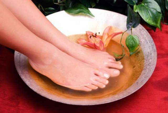 Give Your Feet Black Tea Footbath