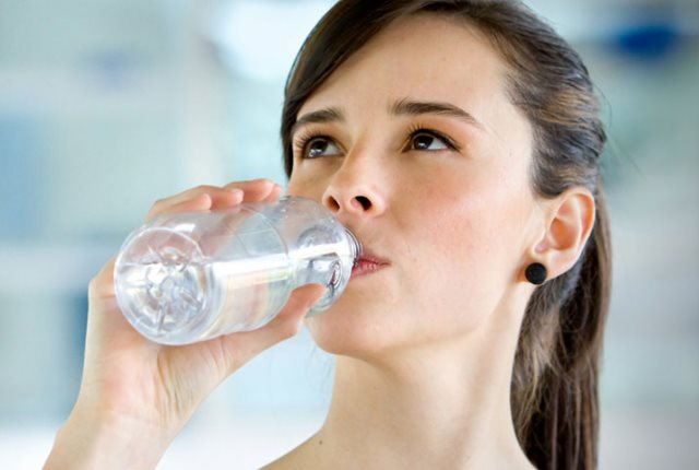 Keep The Throat Hydrated With Hot Water