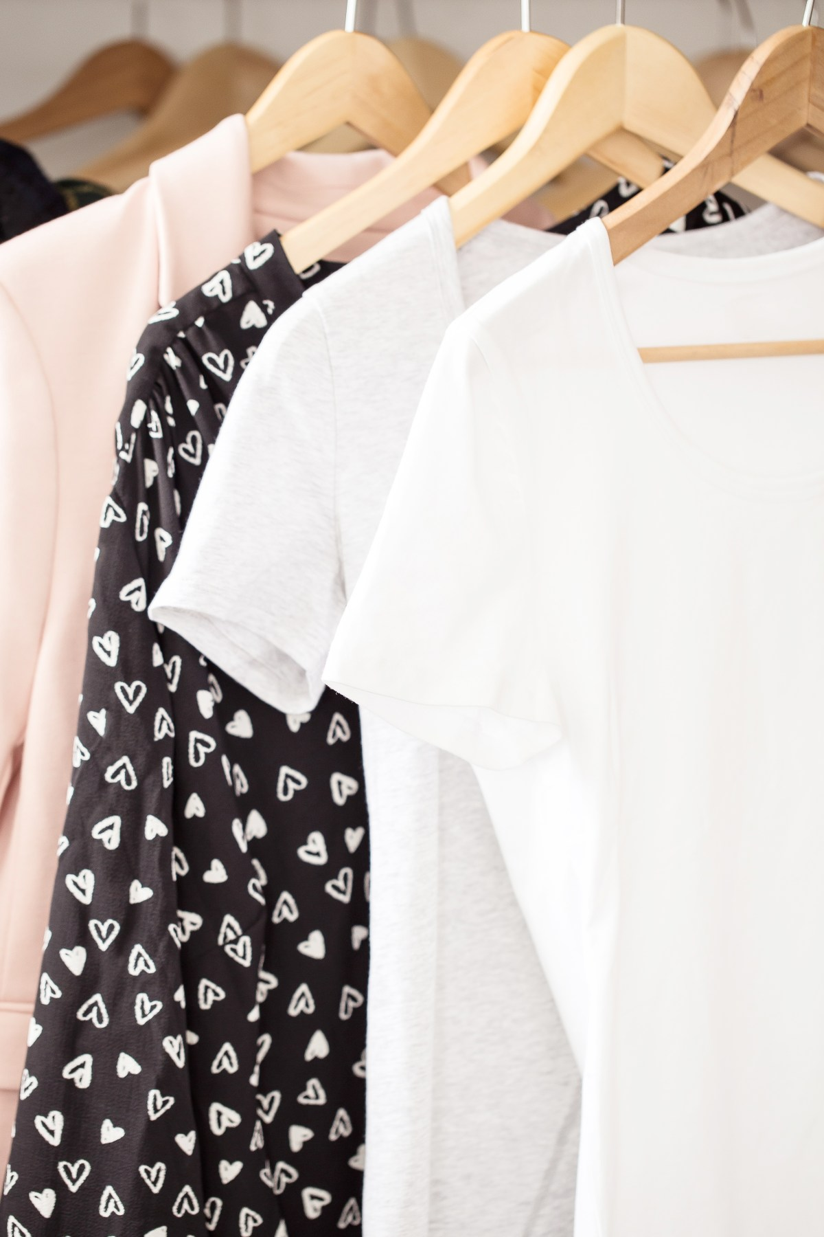 How To Declutter & Organise Your Bedroom Closet: 10 Spring Cleaning Tips From YouTube Experts!
