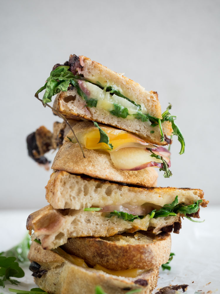 Nectarine Grilled Cheese with Smoked Gouda | This grown up grilled cheese is stuffed with summer stone fruit, smoked gouda and spicy arugula. A great weekend lunch or dinner! | SeasonedVegetable.com