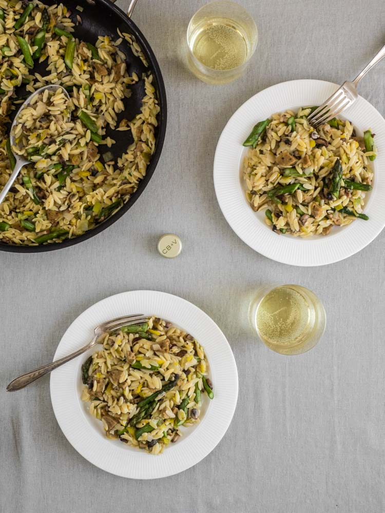 Two servings of asparagus risotto with white wine