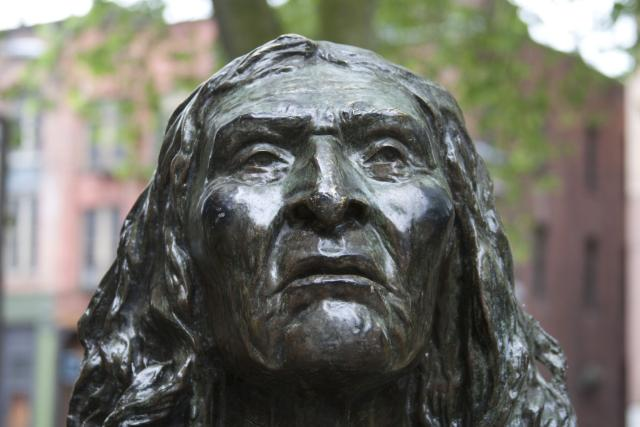 chief seattle statue