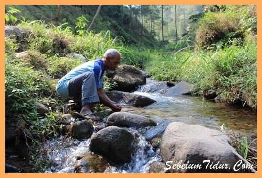 Mbah Sadiman Bulukerto Wonogiri Tokoh Cara menjaga kebersihan air minum