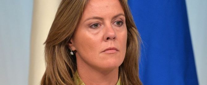 Fertility Day, Lorenzin ci mette una toppa: «Rivedremo due cartoline»
