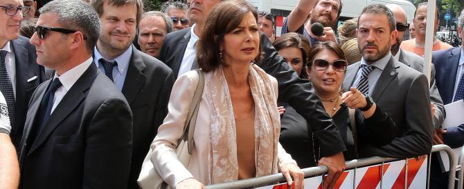 """Tra una zuppa di latte e un hamburger la Boldrini attacca gli italiani """"razzisti"""""""