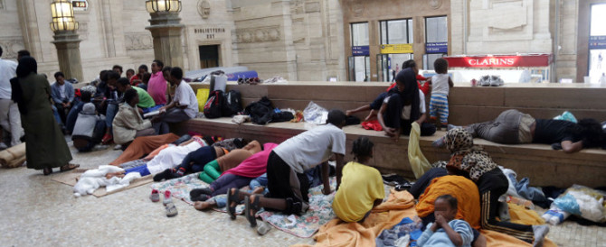 Milano cambia volto: il sindaco Sala la trasforma in un camping per migranti