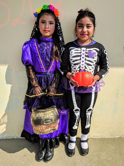 Kids asking for coins or sweets in their calaverita, Huaquechula