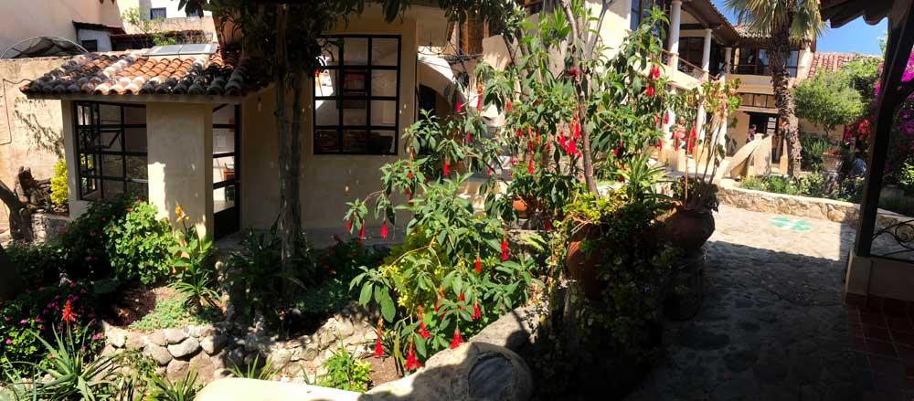 Instituto Jovel courtyard