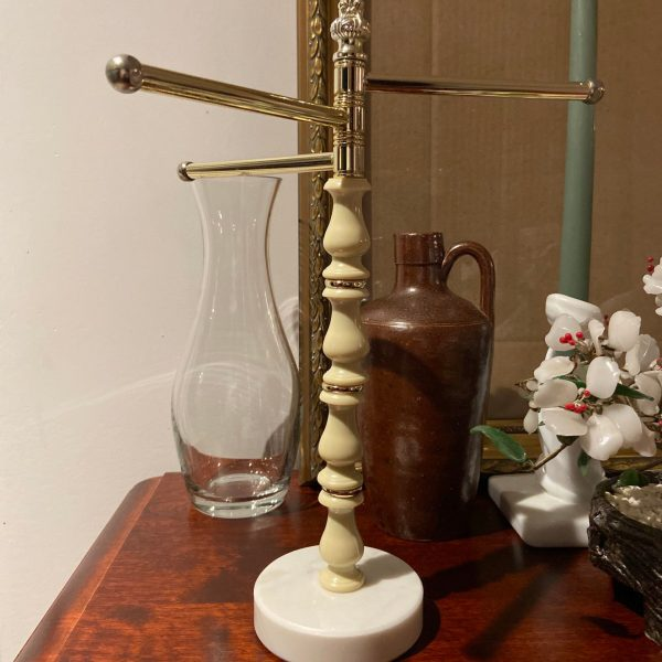 Side view of Jewellery Stand.