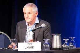 Joep Lange, alfiere della lotta all'Aids morto insieme ad altri 100 scieziati nel disastro aereo in Ucraina