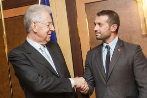 Mario Monti con Salvatore Girone