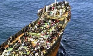 Barcone con immigrati