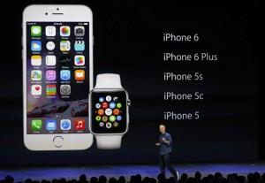 L'Apple Watch presentato dal Ceo di Cupertino Tim Cook (Monica Davey/Epa)