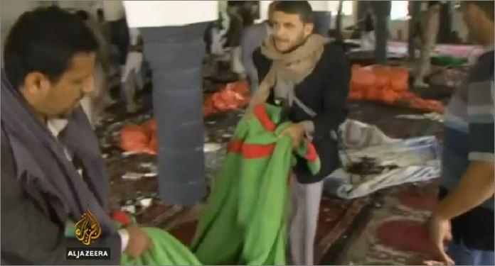 L'interno della Moschea distrutto dall'attacco kamikaze