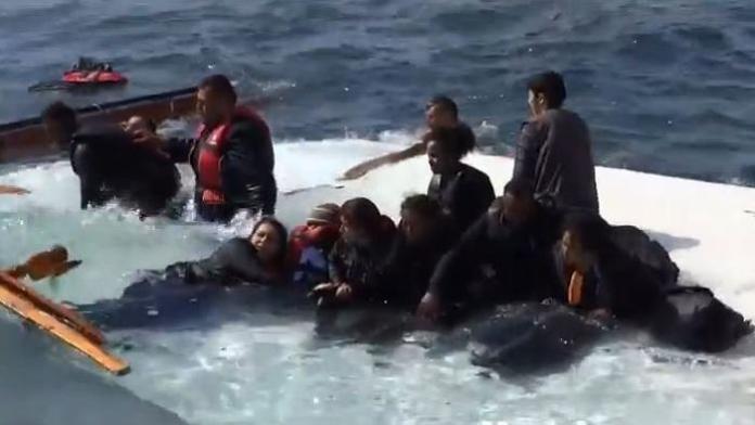 Migranti in mare nel drammatico naufragio di Rodi, Grecia