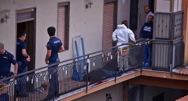 Agenti sul balcone di Murolo