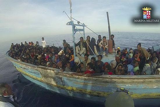 Migranti soccorsi dalla Marina Militare