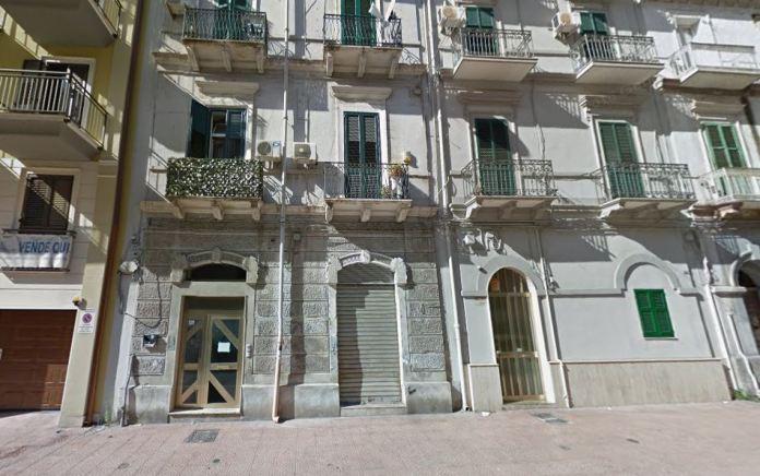 Come era lo stabile prima del crollo interno a Taranto (Street View)