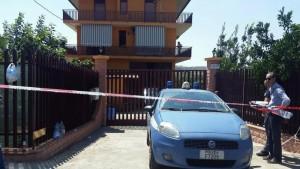 La Polizia di Stato davanti a Villa Solano di Palagonia (Catania)dove sono stati uccisi Vincenzo Solano e la moglie Mercedes