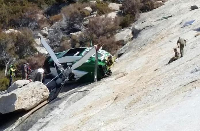 L'elicottero del Corpo forestale dello Stato precipitato all'Isola di Montecristo (Ansa/Us/Cfs)