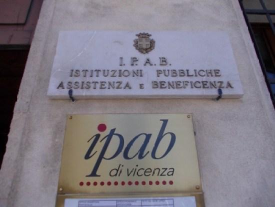 L'Ipab Salvi-Trento di Vicenza - Vermi nei letti degli anziani. Ira di Luca Zaia