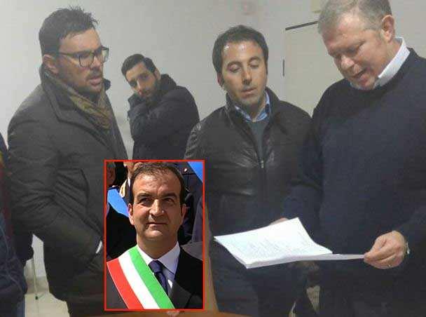 Sfiduciato il sindaco di Cosenza, Mario Occhiuto