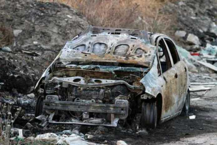 Mistero sulla scomparsa di un giovane, trovata bruciata la sua auto