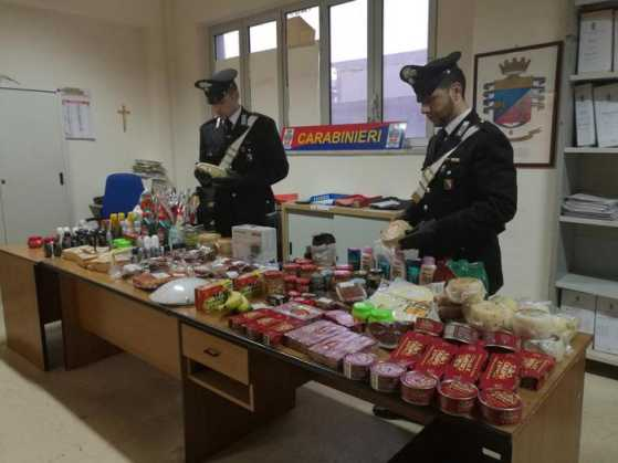 Rubano in supermecato a Crotone. 4 arresti dei carabinieri