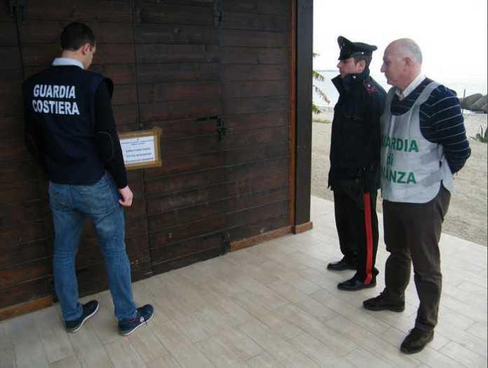 Guardia Costiera e Fiamme gialle sequestrano chiosco a Galico, Reggio Calabria