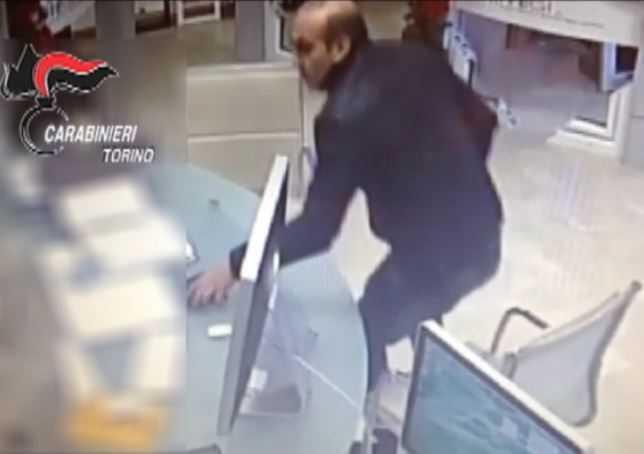 WhatsApp smaschera ladro seriale di anziani. 3 arresti a Torino