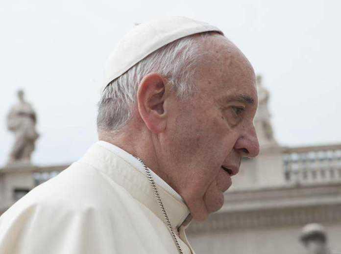 """Papa Francesco apre alle donne diacono: """"Oggi è possibile"""""""