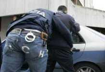 Spacciava droga dai domiciliari, la Polizia arresta 18enne di Crotone - rissa cosenza