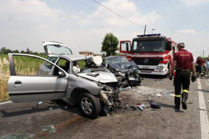 Immagine archivio - Melito Porto Salvo, incidente tra 2 auto. Muore una donna