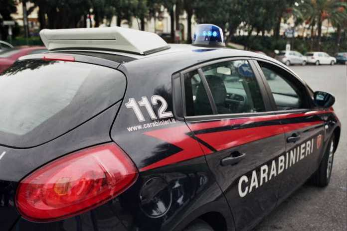 La madre vende le figlie minori a un avvocato, tre arresti