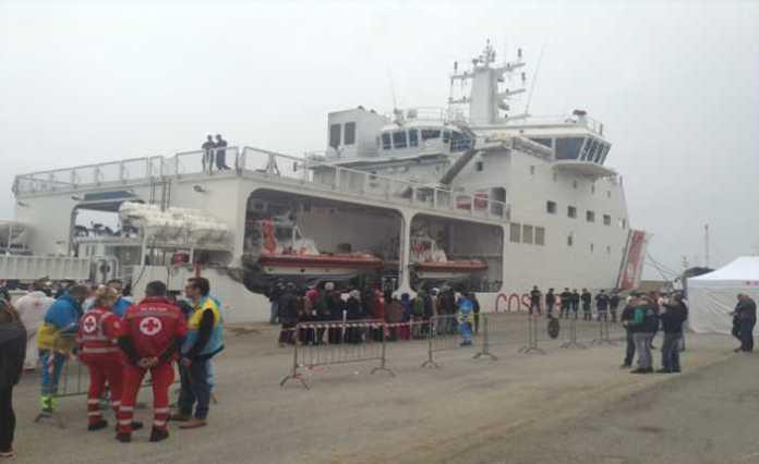 Quasi mille migranti in 2 giorni a Crotone. Strutture collassate