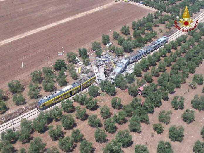 Una vista aerea del drammatico incidente ferroviario in Puglia dove due treni si sono scontrati