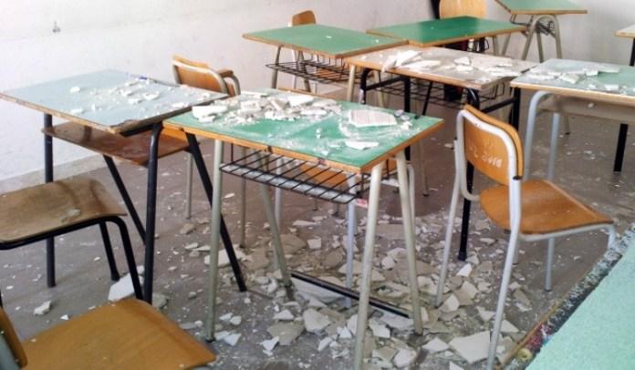 Rho (Milano), crolla mezzo solaio in scuola media, feriti alunni