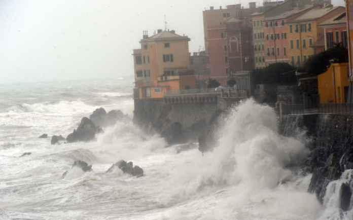 Allerta meteo prevista burrasca e temporali in Ligura