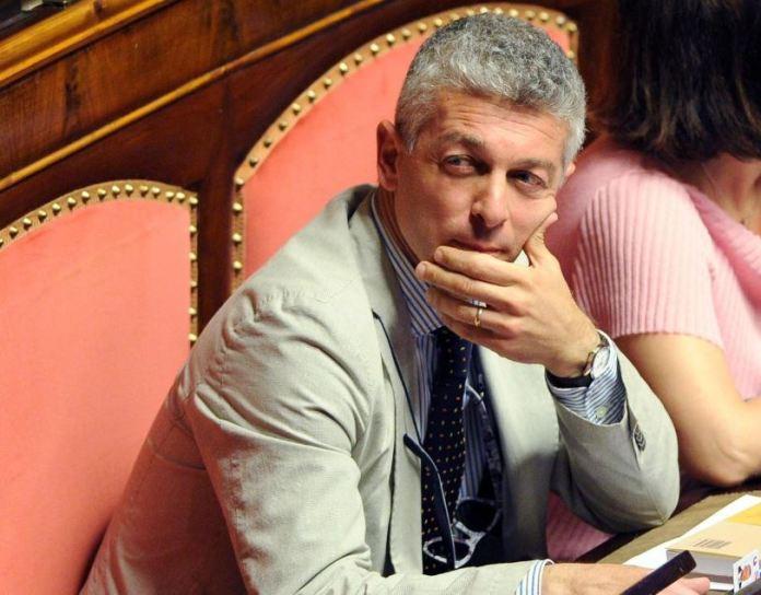 Clamoroso, il senatore grillino Nicola Morra non ha votato per il M5s