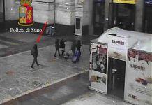 Indicato dalla freccia un uomo che secondo investigatore è Anis Amri