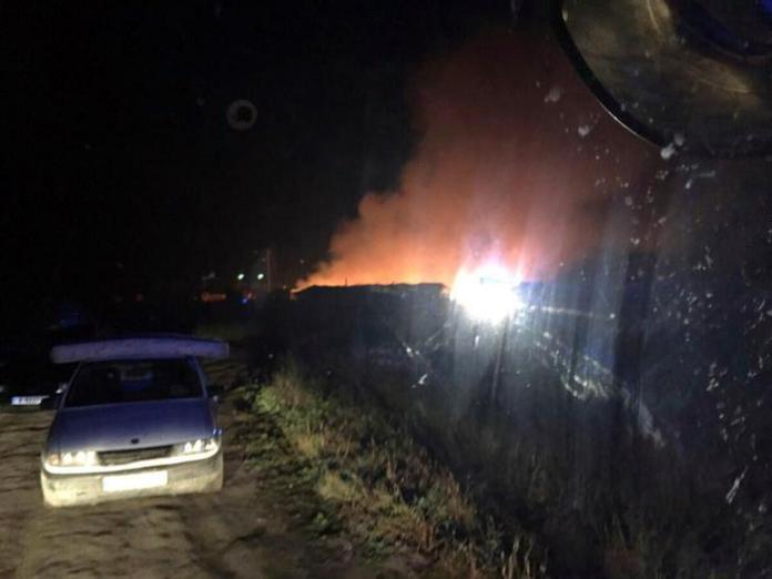 Incendio nel ghetto dei bulgari a Foggia