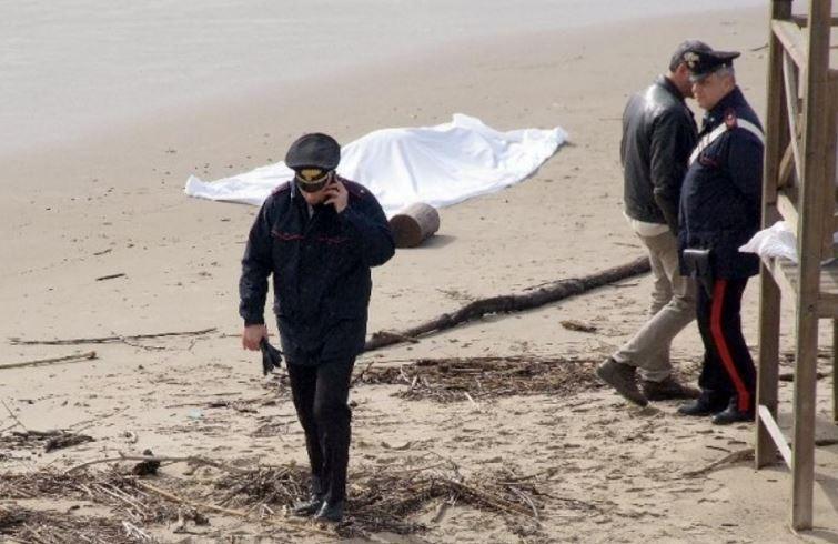 """Rinvenuto in spiaggia cadavere di un uomo allontanato da casa: """"Morte naturale"""""""