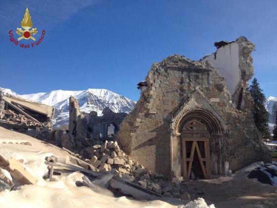 La Chiesa di Sant'Agostino ad Amatrice dopo la scossa del 29 gennaio 17