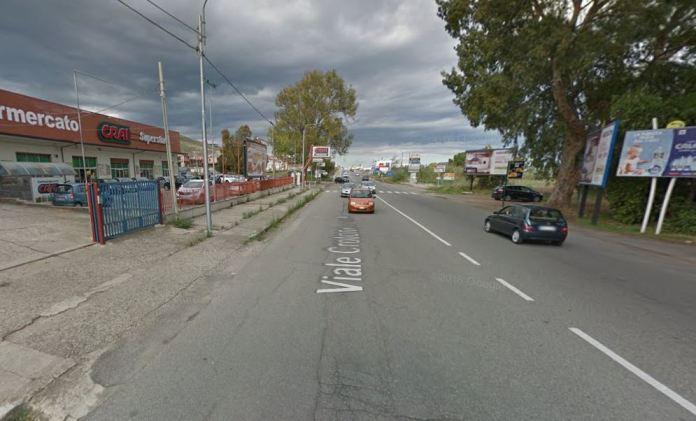 Viale Crotone a Catanzaro Lido dov'è avvenuta la sparatoria in cui è rimasto ferito Spari a Catanzaro Lido, 2 arresti tra cui il ferito Francesco Di Bona