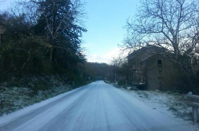Calabria, gelo e temperature rigide: disagi e molte scuole chiuse
