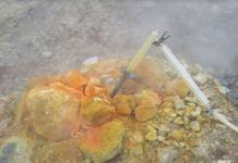 La Bocca Grande, una delle fumarole della Solfatara che testimonia l'attività del vulcano Campi Flegrei