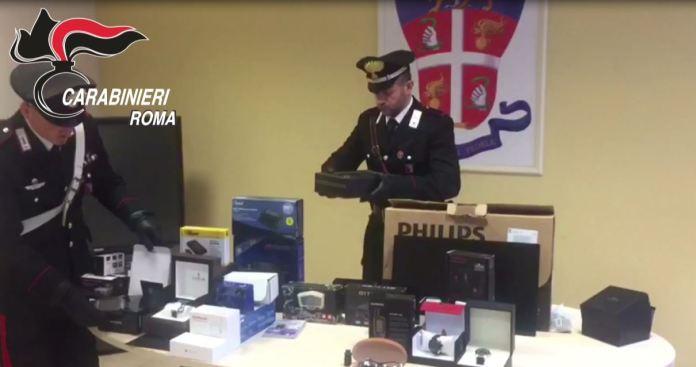 """""""Allegerivano"""" pacchi a Fiumicino, arrestati corriere e complice"""