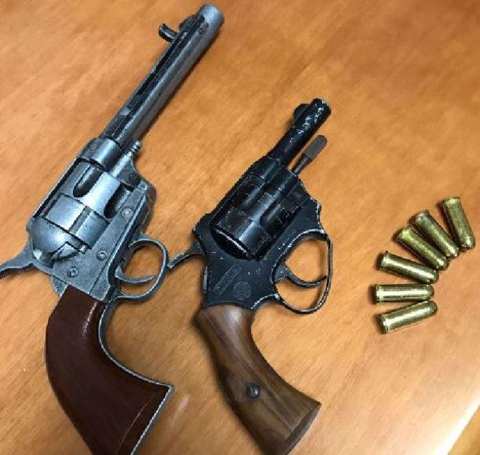 Pistole rinvenute Stazione Carabinieri San Pietro in Guarano