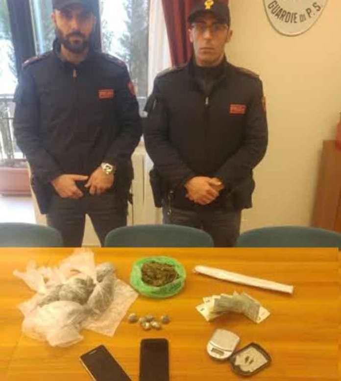 poliziotti crotone con droga sequestrata