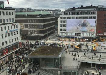 la piazza di Stoccolma in Svezia dove è avvenuto l'attentato